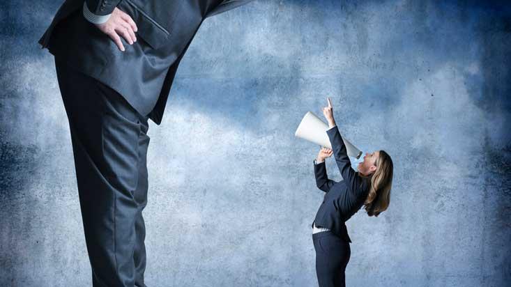 Brecha salarial entre hombres y mujeres cayó 3.4 puntos en la última década