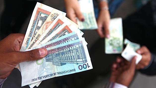 Gobierno oficializó alza de sueldo mínimo a S/.930 tras renuncia de PPK