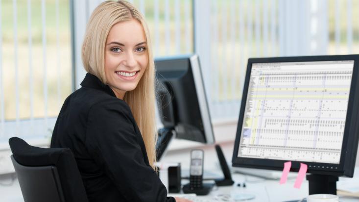 Los efectos de las fotos en los CV de mujeres atractivas