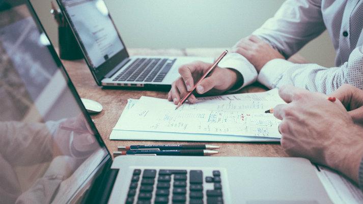 Maestrías: empresas recortan recursos para financiar posgrados de ejecutivos