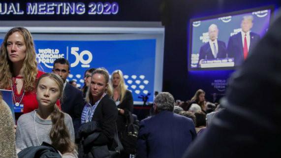 """El rechazo de Donald Trump a los """"alarmistas"""" ambientales en Davos"""