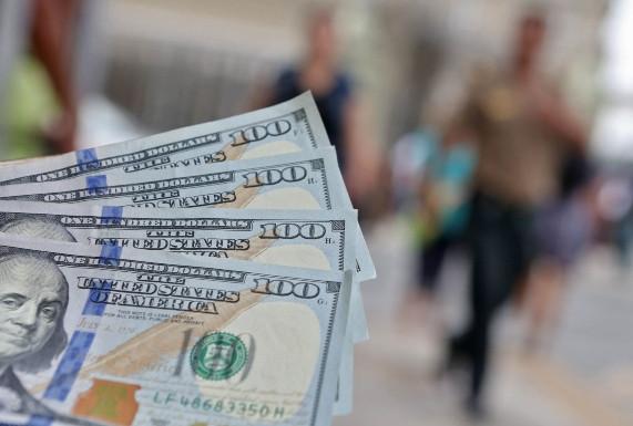 Inversiones en dólares ganan atractivo de corto plazo por la incertidumbre alrededor del coronavirus