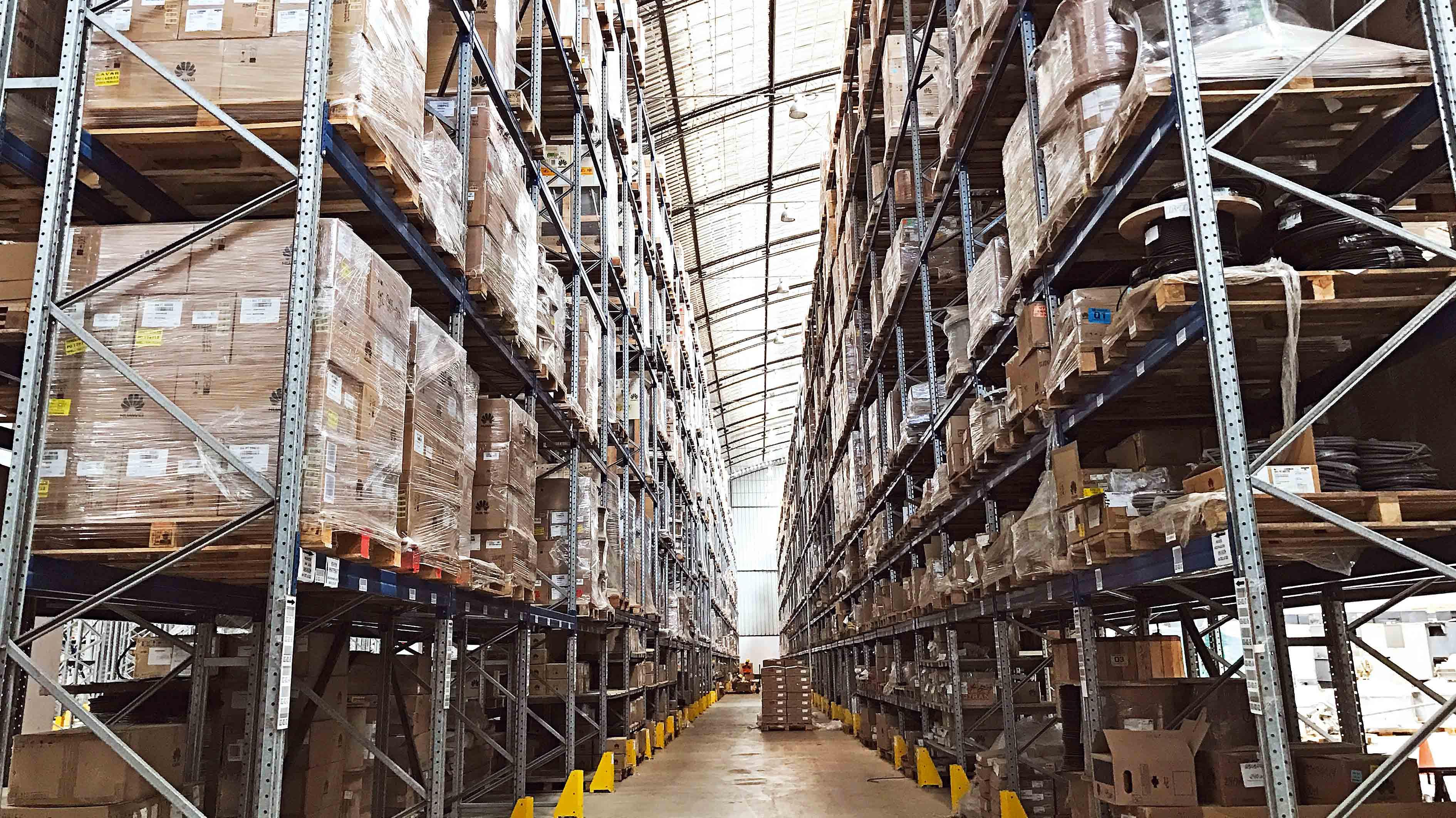 <p>Foco en Scharff, la empresa de logística que tendrá puntos de recojo y envíos en bodegas</p>