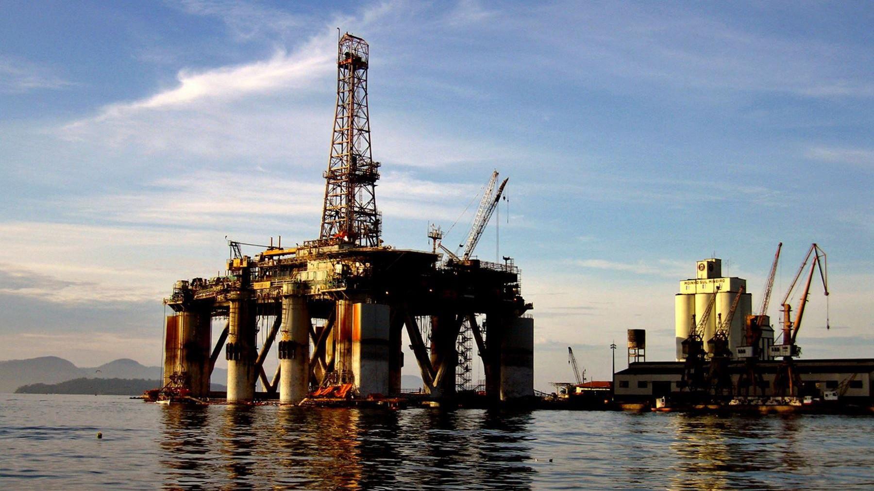 Mayor riesgo de reclasificación para bonos de mineras y petroleras aumentaría sus costos de financiamiento