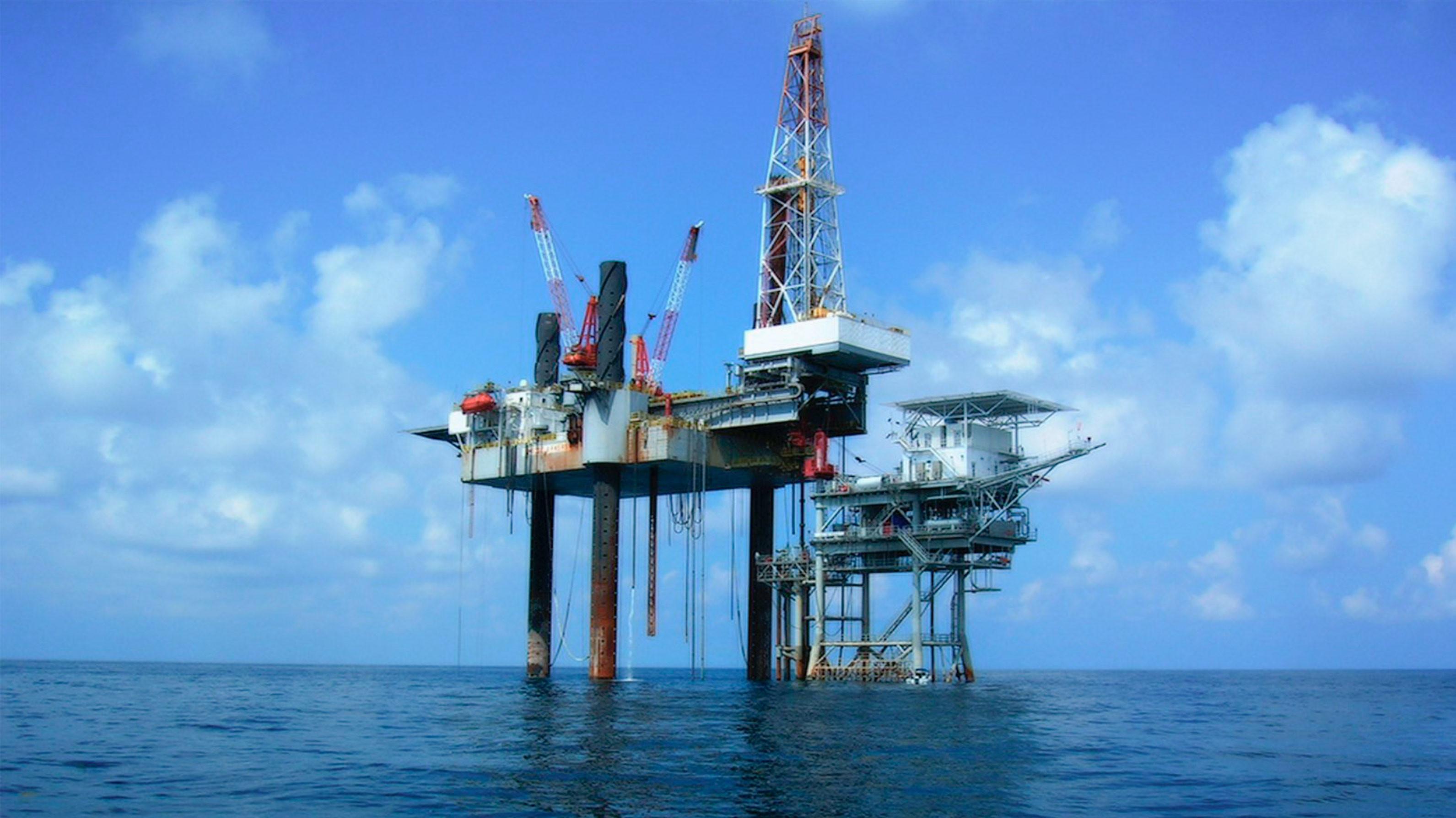 Mercado petrolero se derrumba… ¿oportunidad de compra?