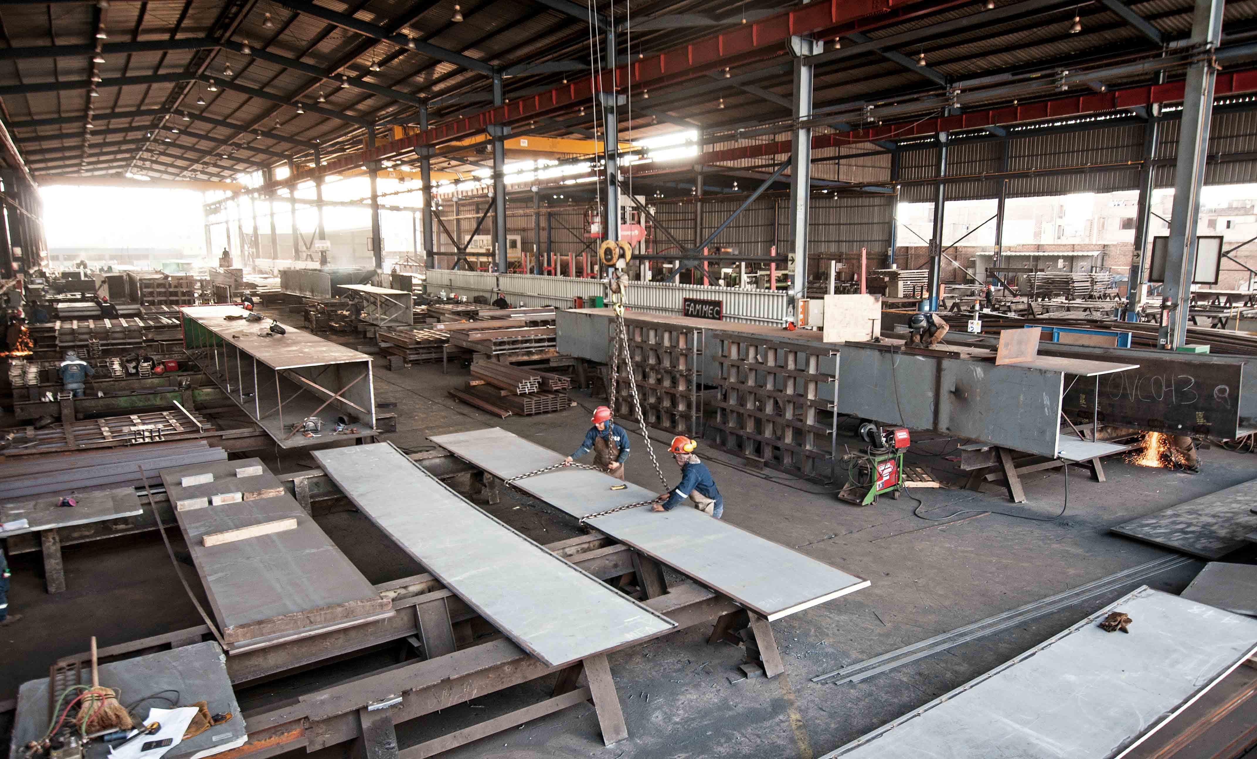 foco-en-esmetal-empresa-metalmecanica-que-fabrica-puentes-modulares