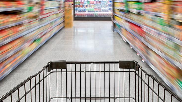 Empresas de bebidas se enfocan en supermercados y en canales digitales ante caída en las bodegas