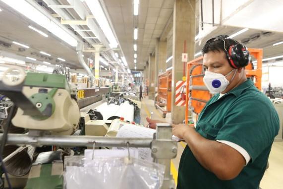 Empresas en reactivación ya no deben contratar médicos en función a la cantidad de trabajadores