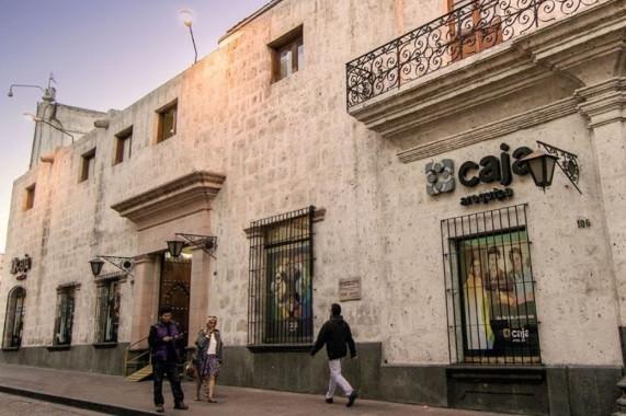 El listado de Caja Arequipa no incluye una emisión pública de acciones en el corto plazo
