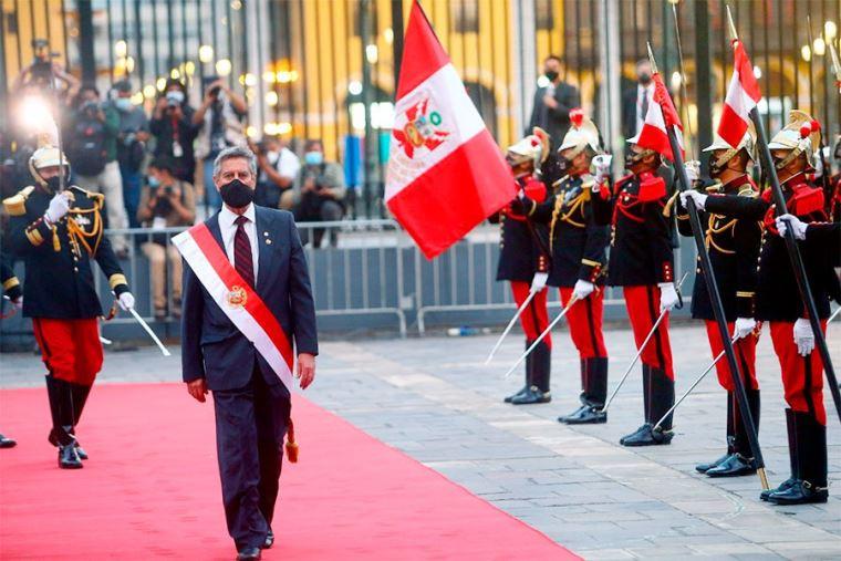 Francisco Sagasti tomó juramento al gabinete presidido por Violeta Bermúdez