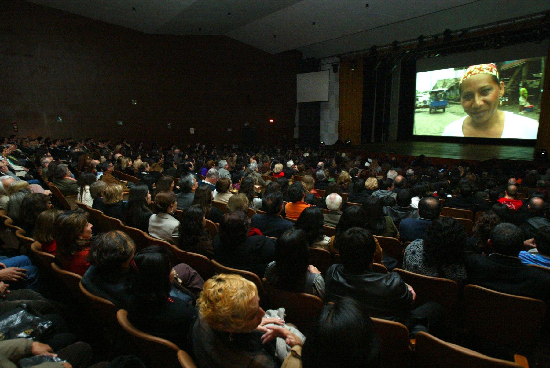 gobierno-autoriza-la-apertura-de-cines-gimnasios-teatros-y-casinos-con-aforo-del-40
