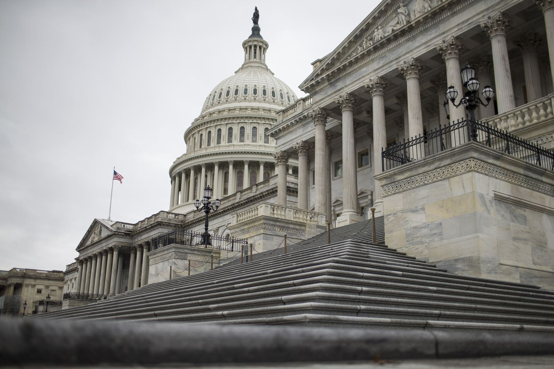 seguidores-de-trump-irrumpen-en-el-capitolio-de-washington-y-se-suspende-la-sesion-para-ratificar-la-victoria-de-joe-bidennbsp