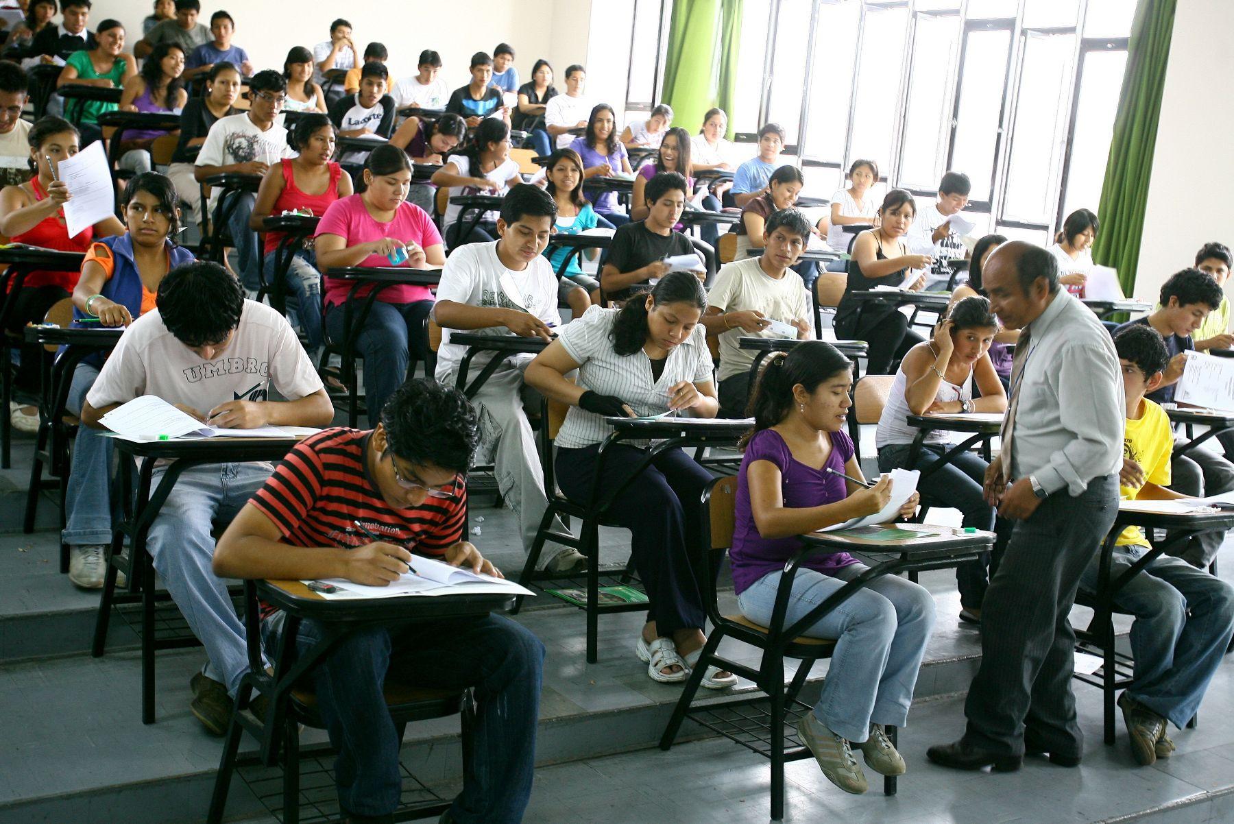 minedu-universidades-e-institutos-funcionarian-bajo-modalidad-semipresencial-este-ano