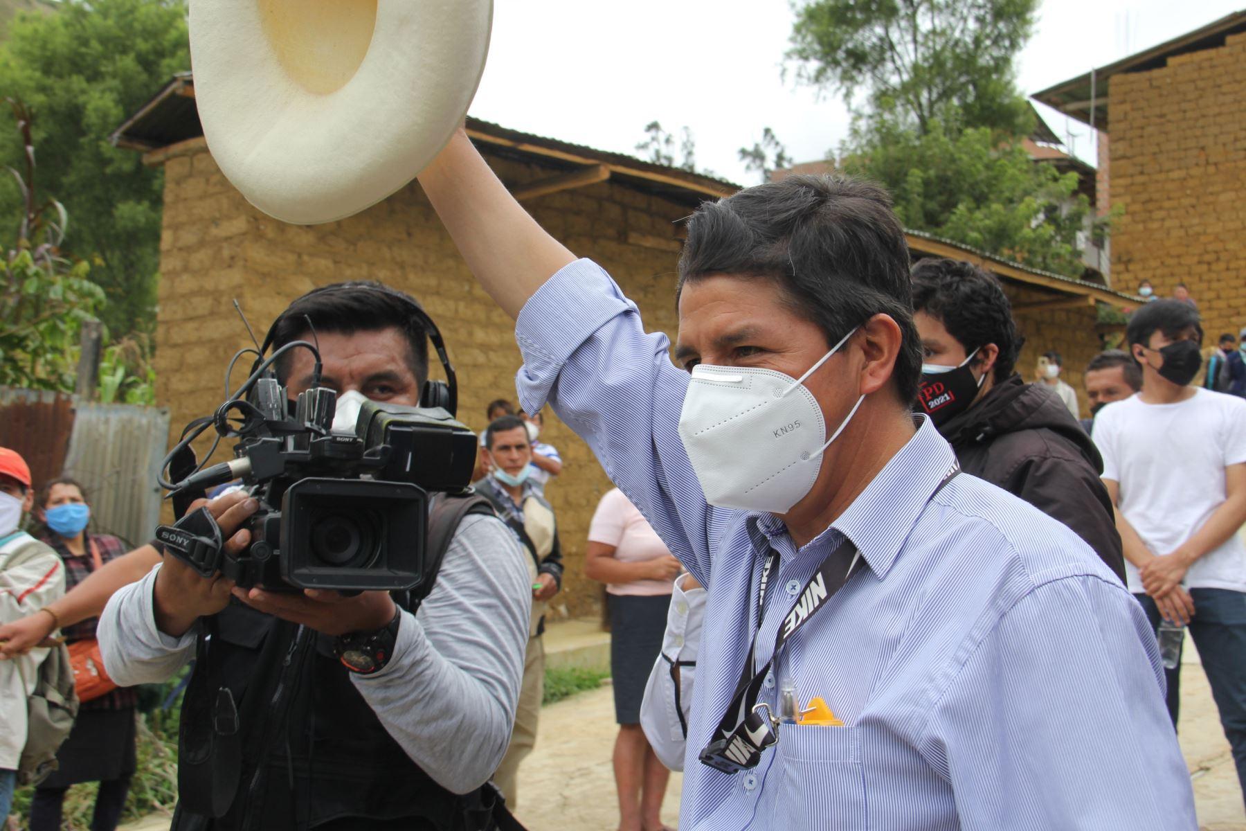 <p>Elecciones 2021: los caminos intrincados de Pedro Castillo para una nueva Constitución que haga posible su gobierno</p>