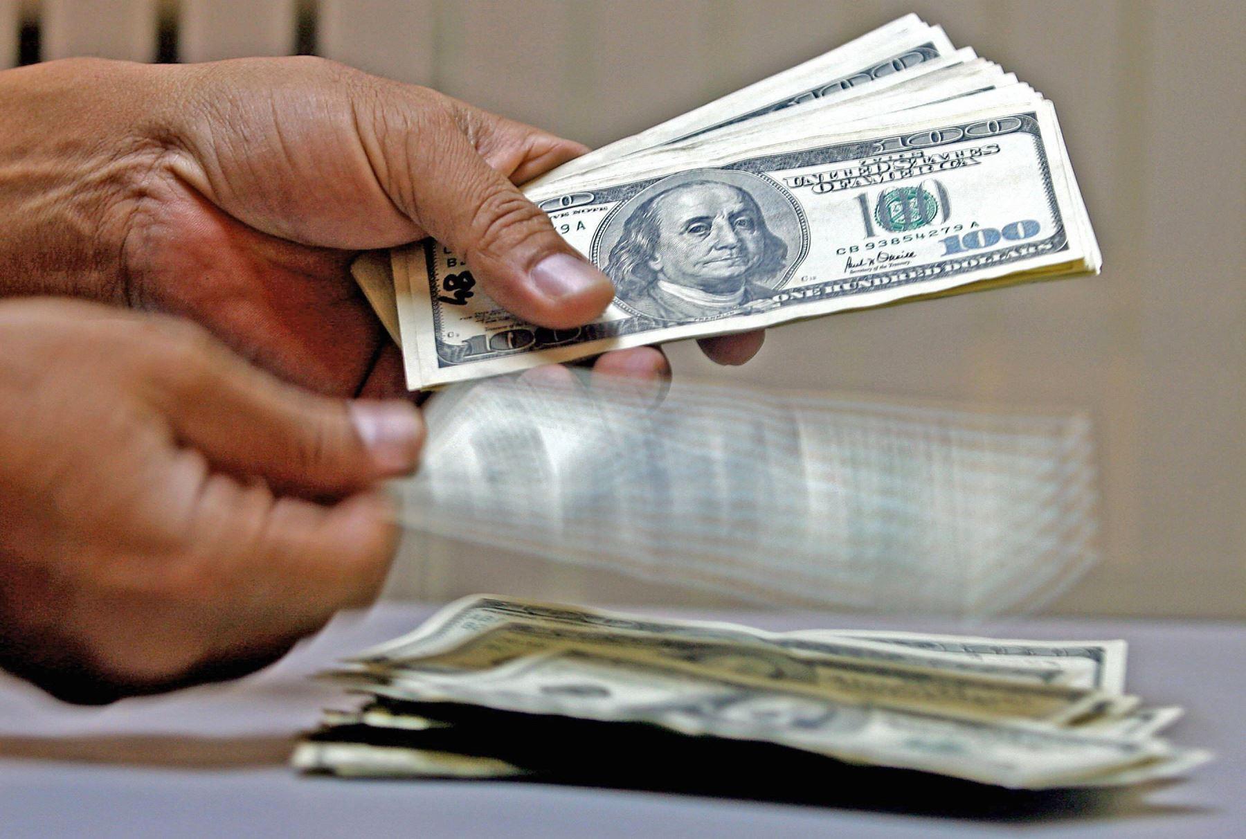 el-dolar-alcanzo-s384-un-nuevo-maximo-historico-ante-la-incertidumbre-electoral