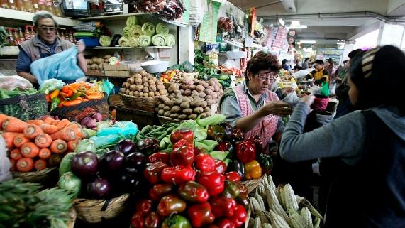 """<p><span style=""""color: rgb(0, 0, 0);"""">Inflación: subida en el&nbsp;precio de alimentos se normalizaría en el segundo semestre del año&nbsp;</span></p>"""