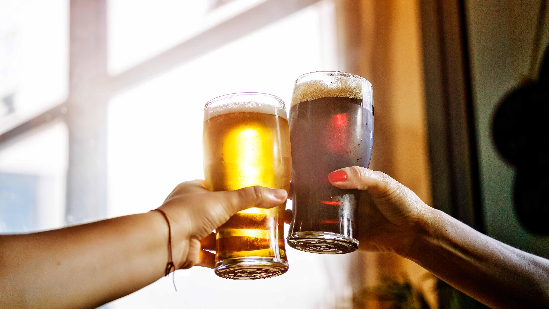 bebidas-alcoholicas-polarizacion-consumo-preferencia-productos-economicos-premium