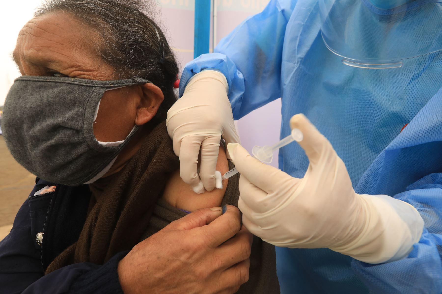 minsa-plan-nacional-de-vacunacion-incluira-a-la-poblacion-mayor-de-12-anos