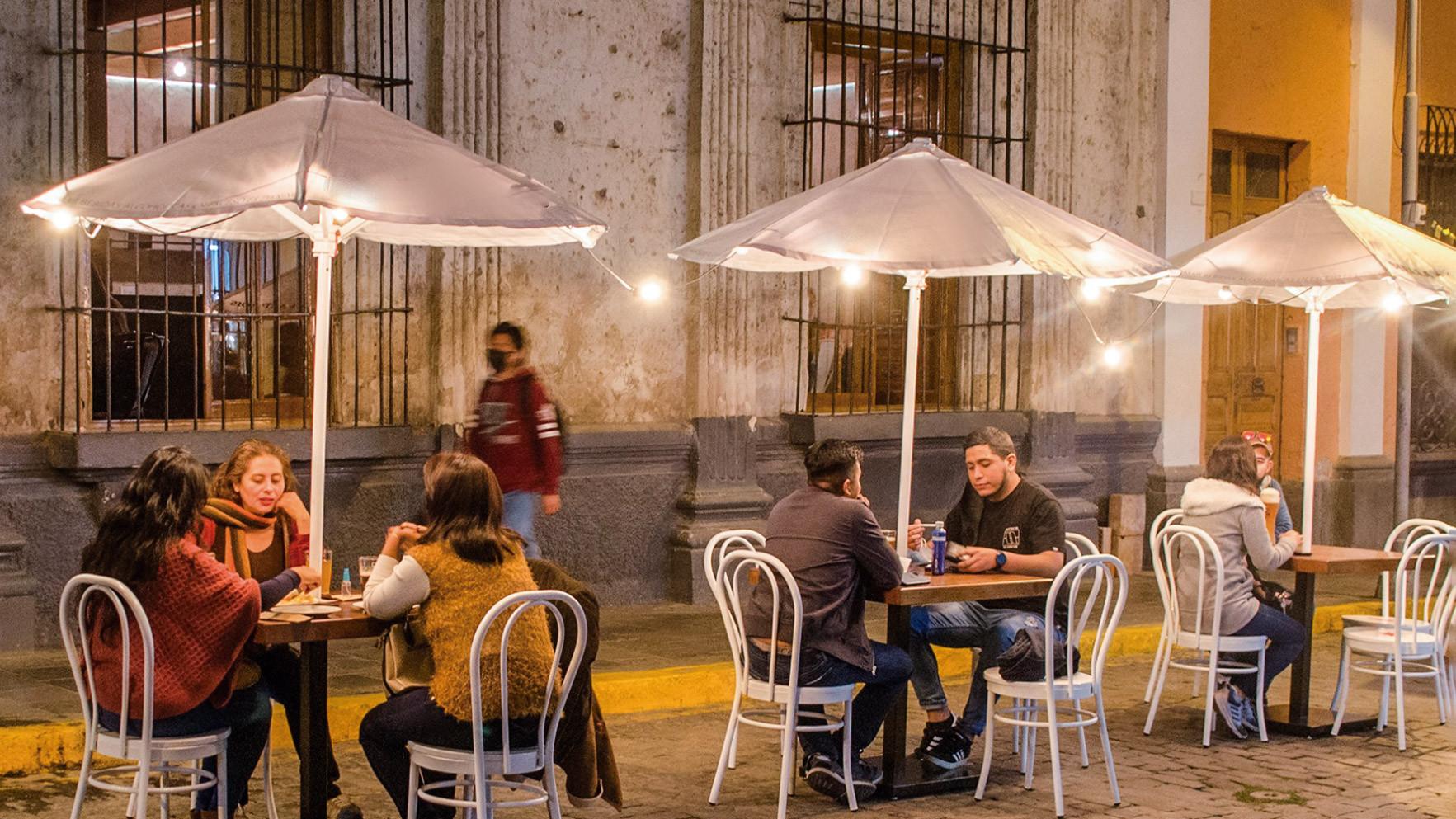El 'respiro' de los locales: cómo la industria gastronómica en provincias sobrevive, sin turistas, a la pandemia