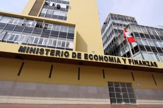 MEF adelantó hacia 2025 la convergencia de la senda fiscal al 1%