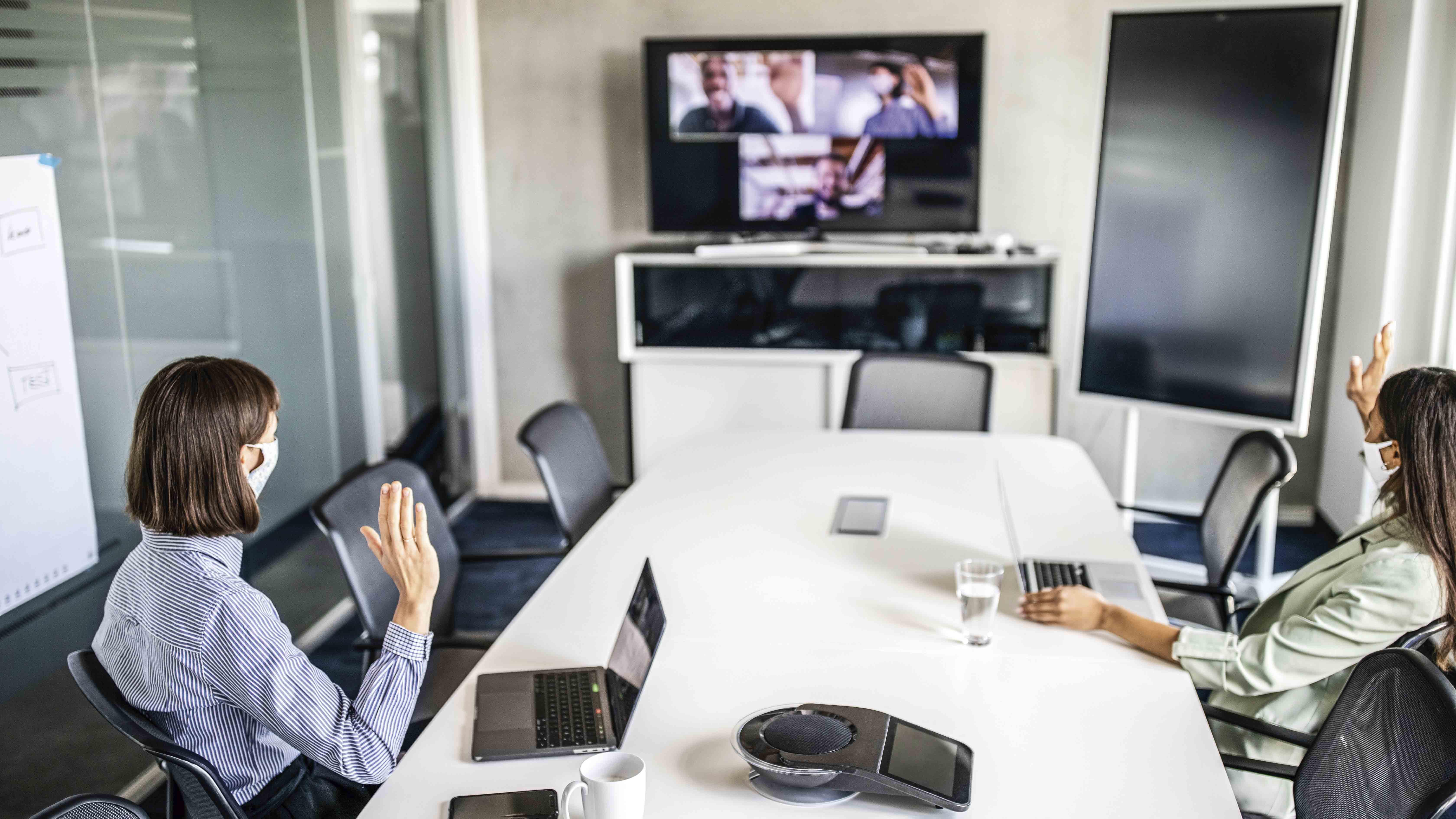 Trabajo híbrido: empresas refuerzan engagement y comunicación entre líderes y trabajadores