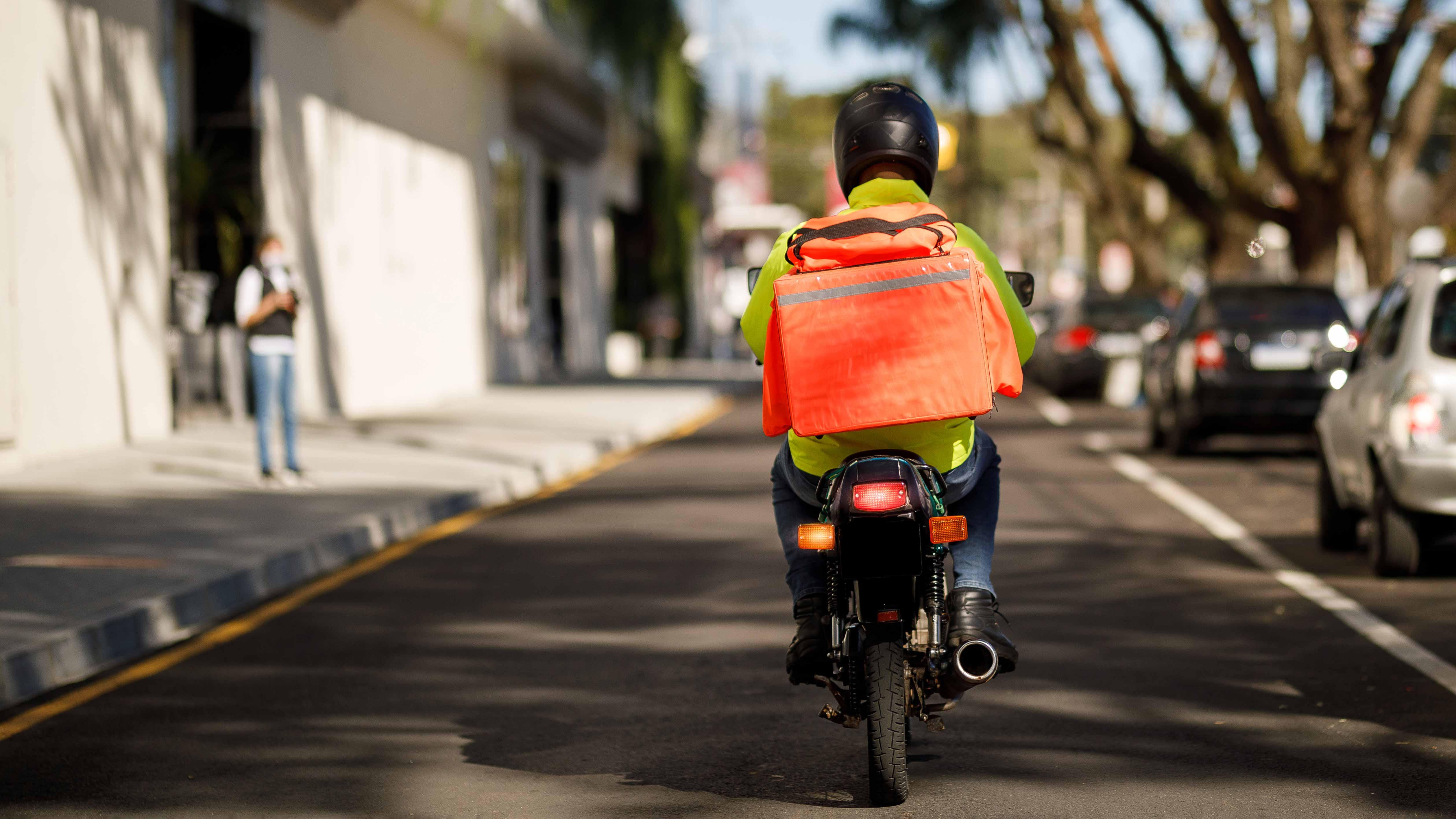 Delivery y desempleo: los factores que explican el crecimiento explosivo del mercado de motos