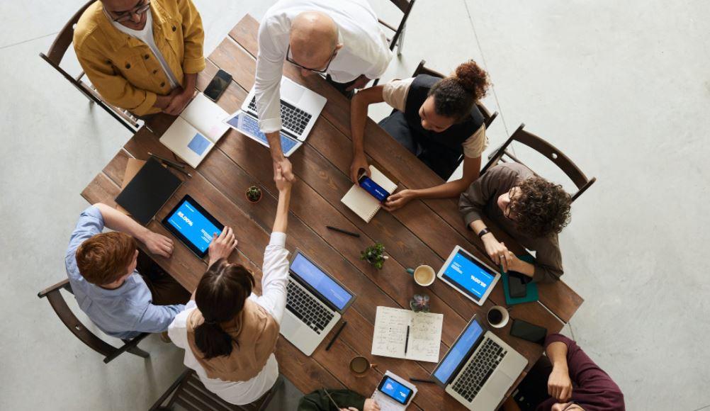 Al centro: el cliente y el colaborador… ¿pero cómo?, por Patricia Goicochea