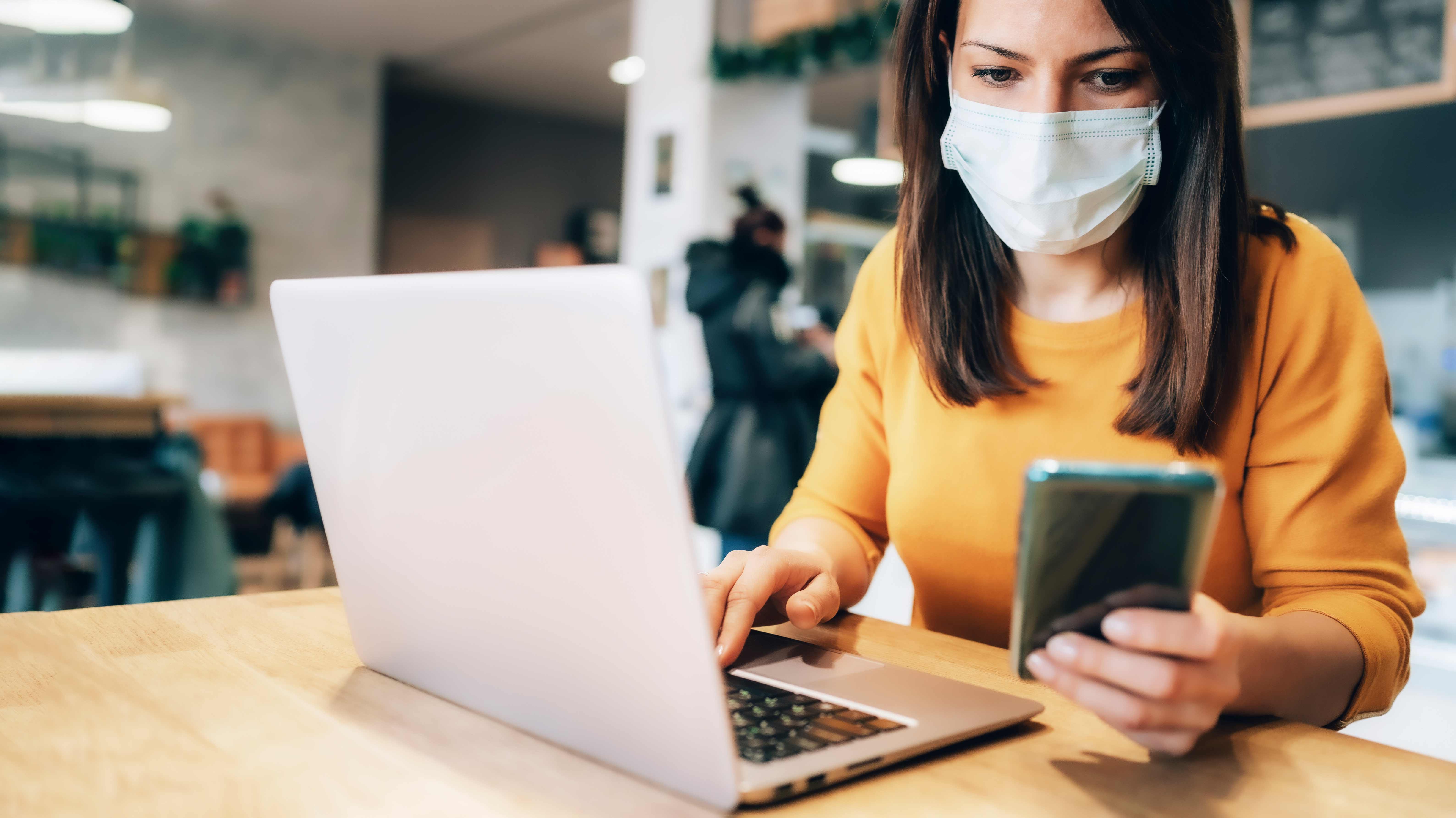 <p>Trabajo híbrido: plataformas tecnológicas refuerzan la seguridad en las oficinas</p>