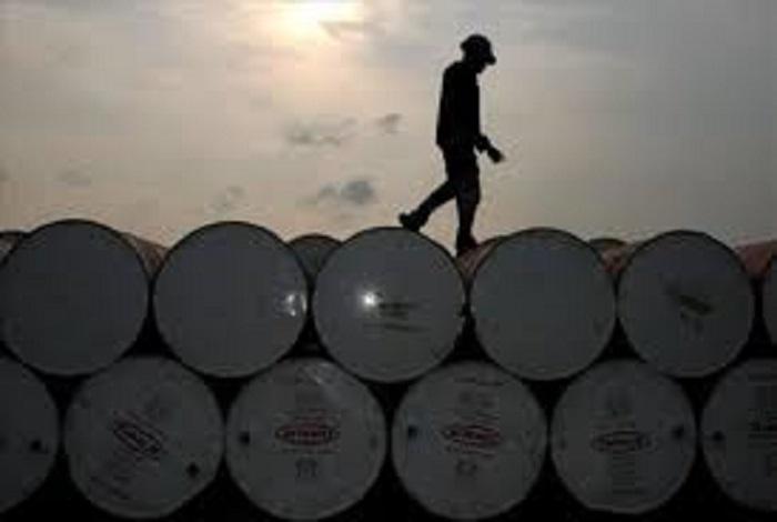 Sobreoferta impedirá recuperación del precio del petróleo en el 2016