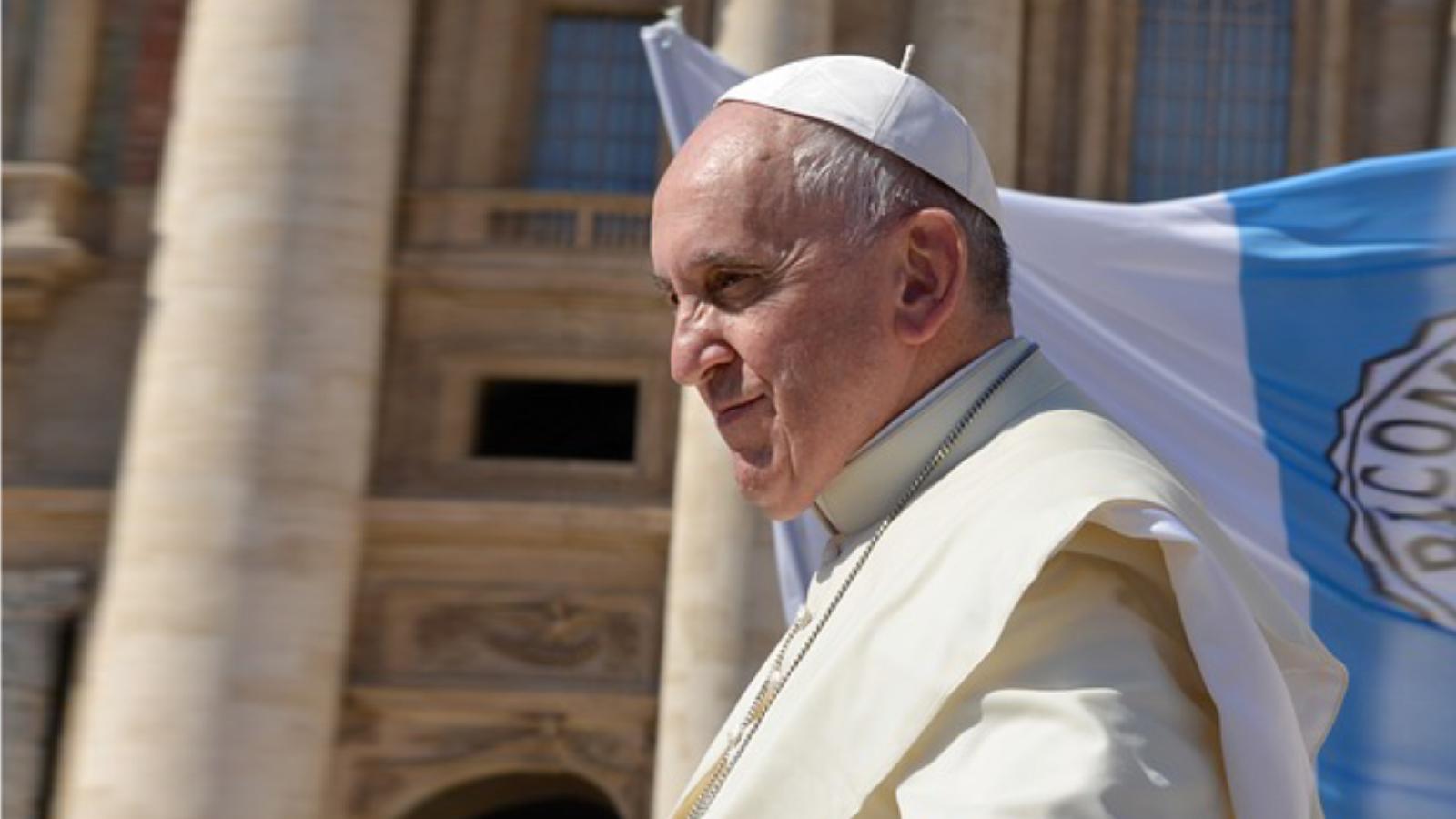 """Papa Francisco pide una solución """"justa y pacífica"""" a la crisis venezolana"""