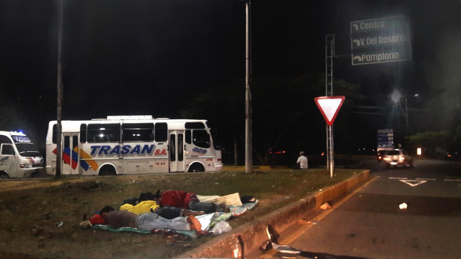 Atascados y olvidados, el drama de los venezolanos que no pueden cruzar la frontera