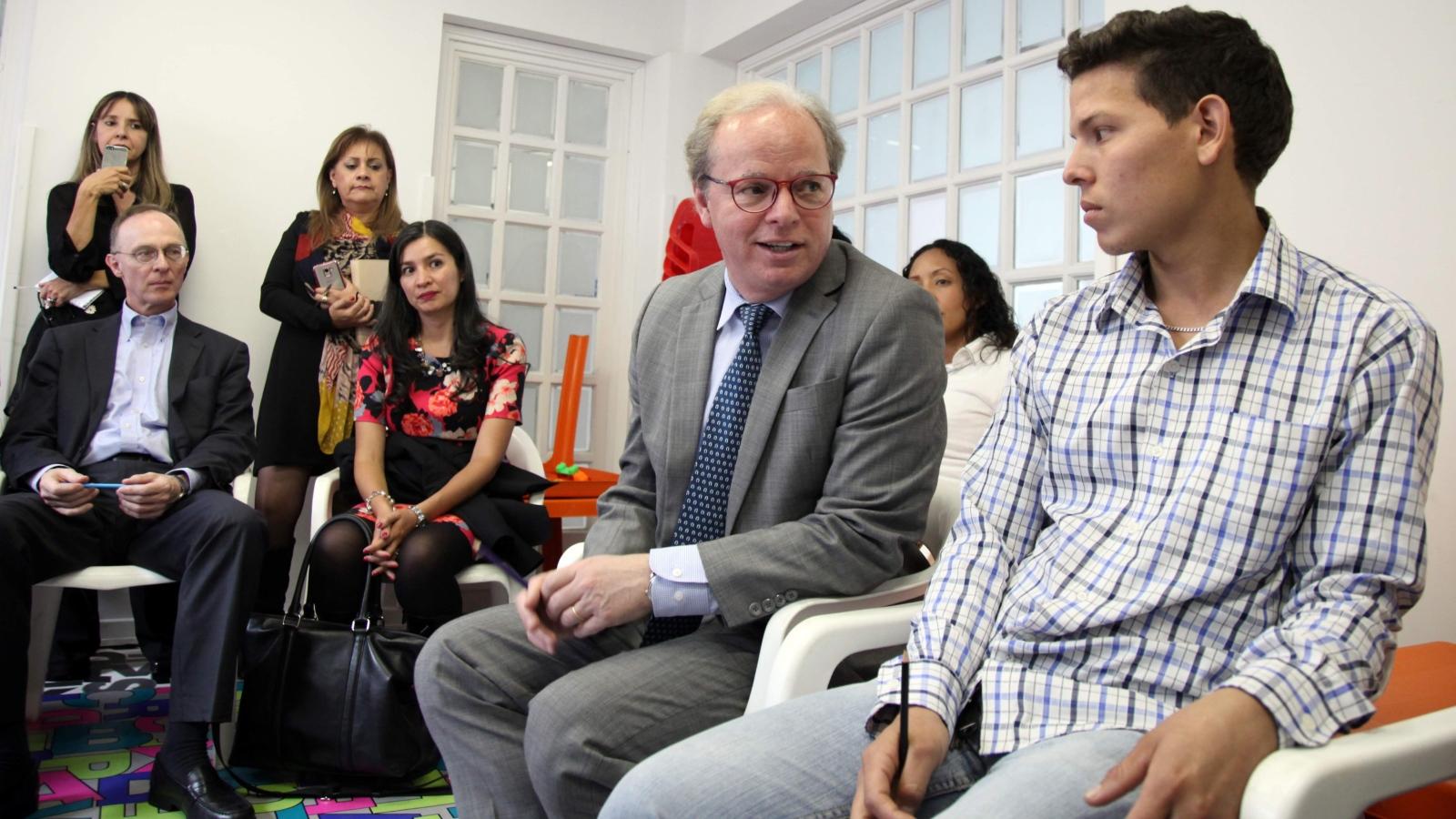 Vicepresidente del Banco Mundial visita Bogotá para evaluar atención a migrantes