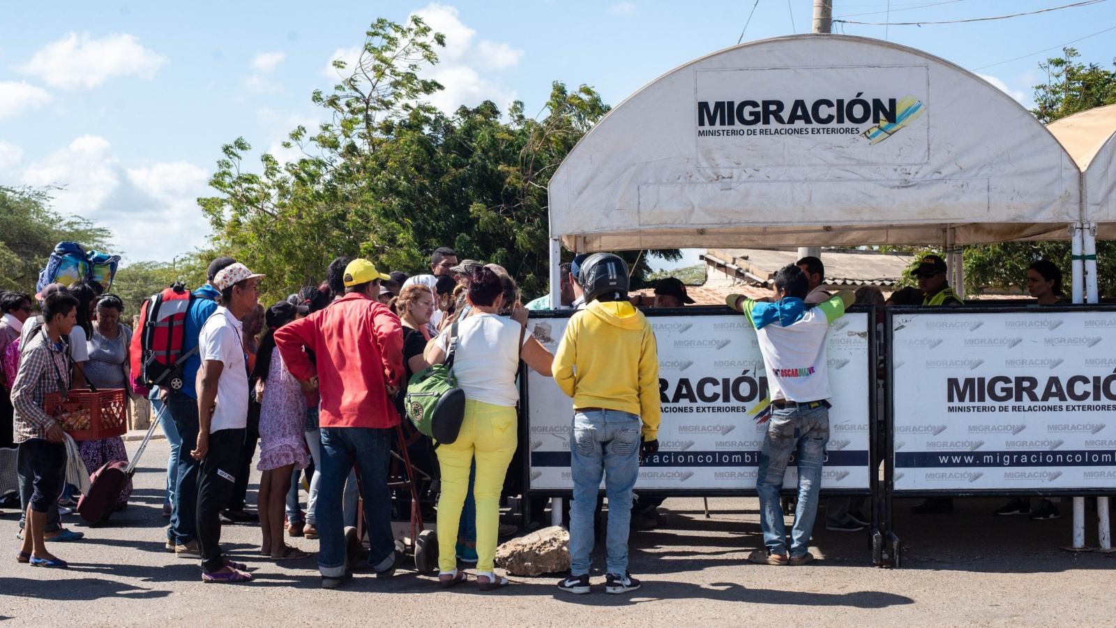 Colombia amplía vigencia de pasaportes venezolanos
