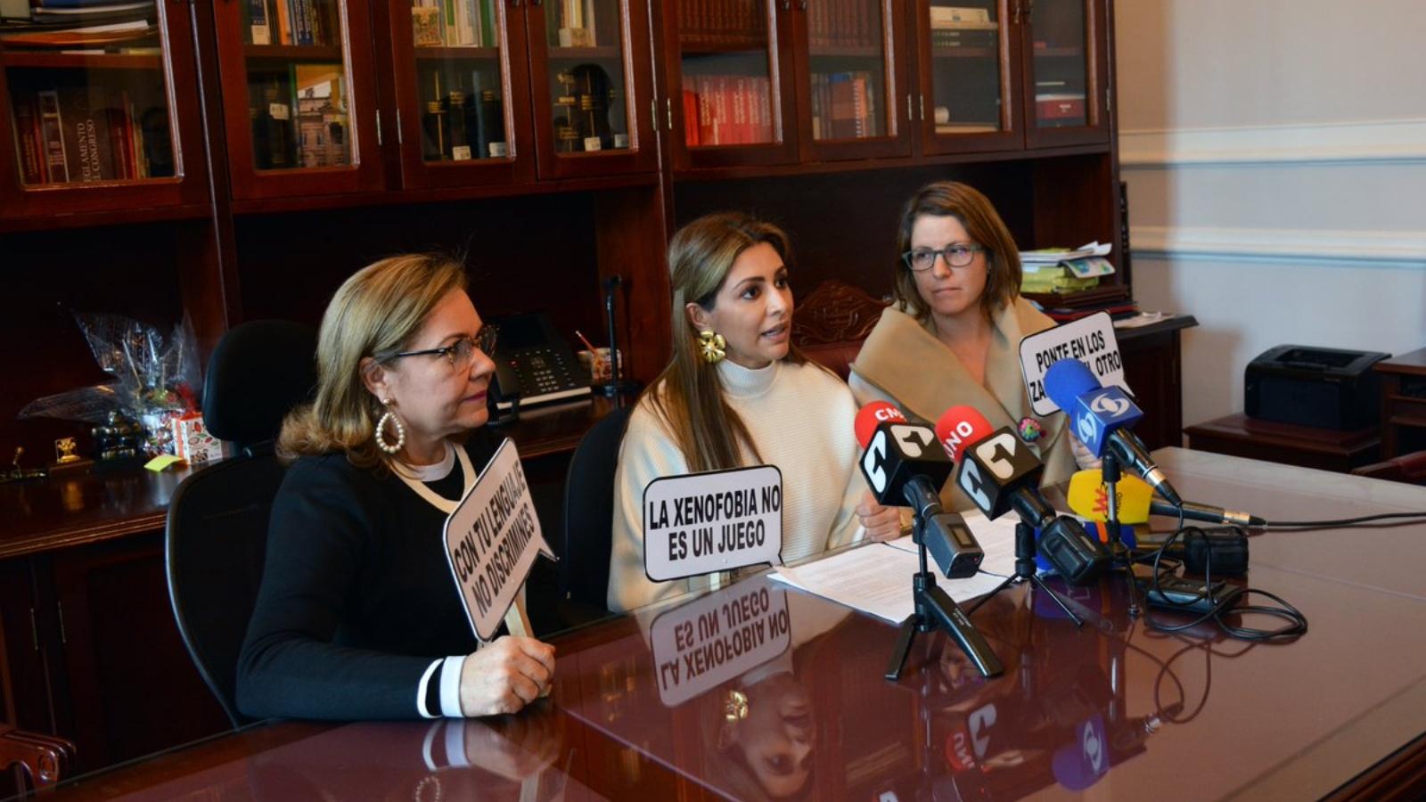 Partidos colombianos firman pacto político contra la xenofobia
