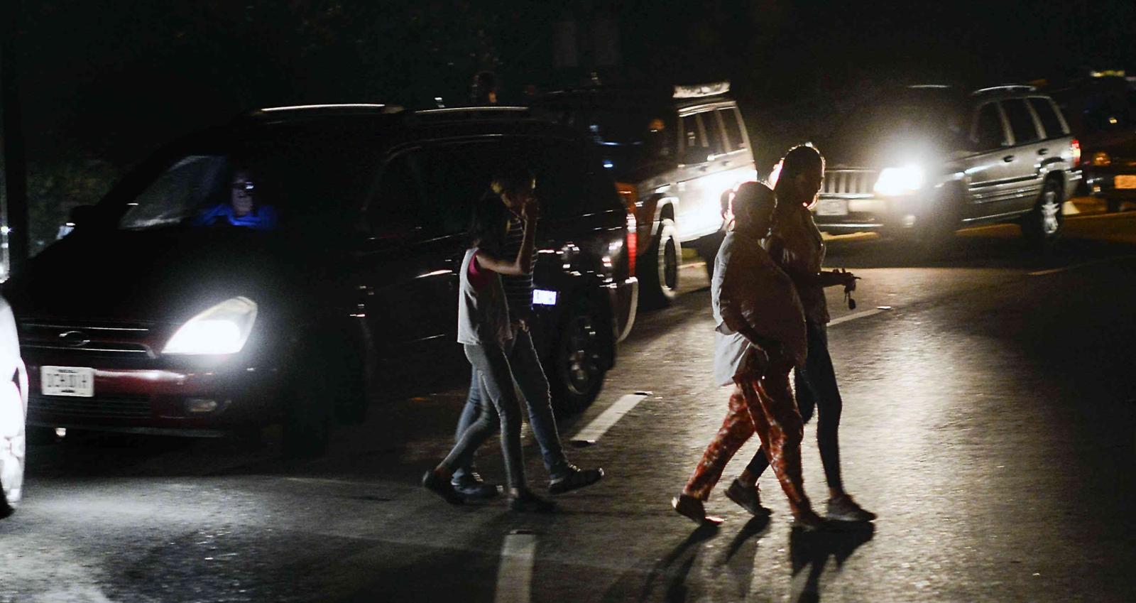 Apagón deja parcialmente a oscuras a Venezuela en nueva jornada de protestas