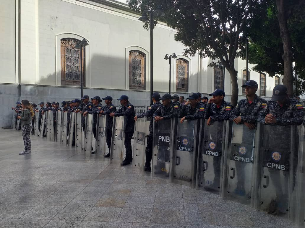 Por amenaza de bomba, edificio de la Asamblea Nacional de Venezuela permanece cerrado