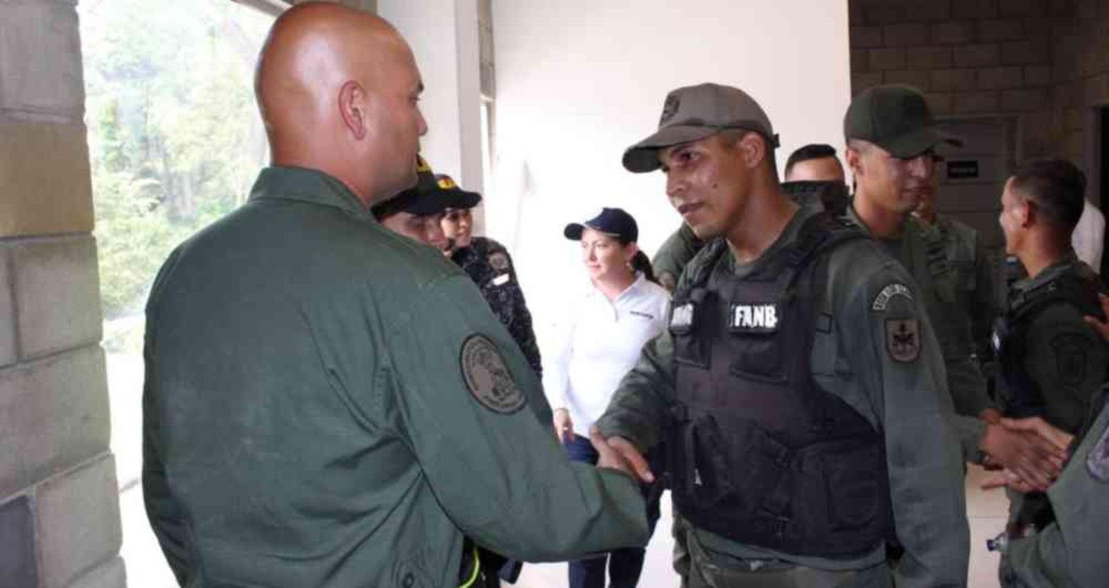 Presentado el plan para atender a los ex militares venezolanos que están en Colombia