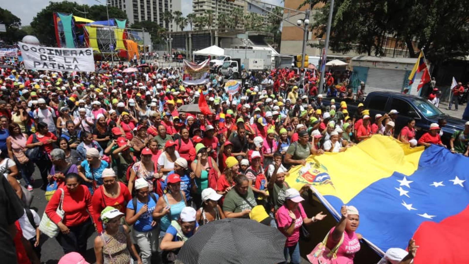 Tras un año de la reelección de Maduro, manifestantes salen a las calles a respaldarlo