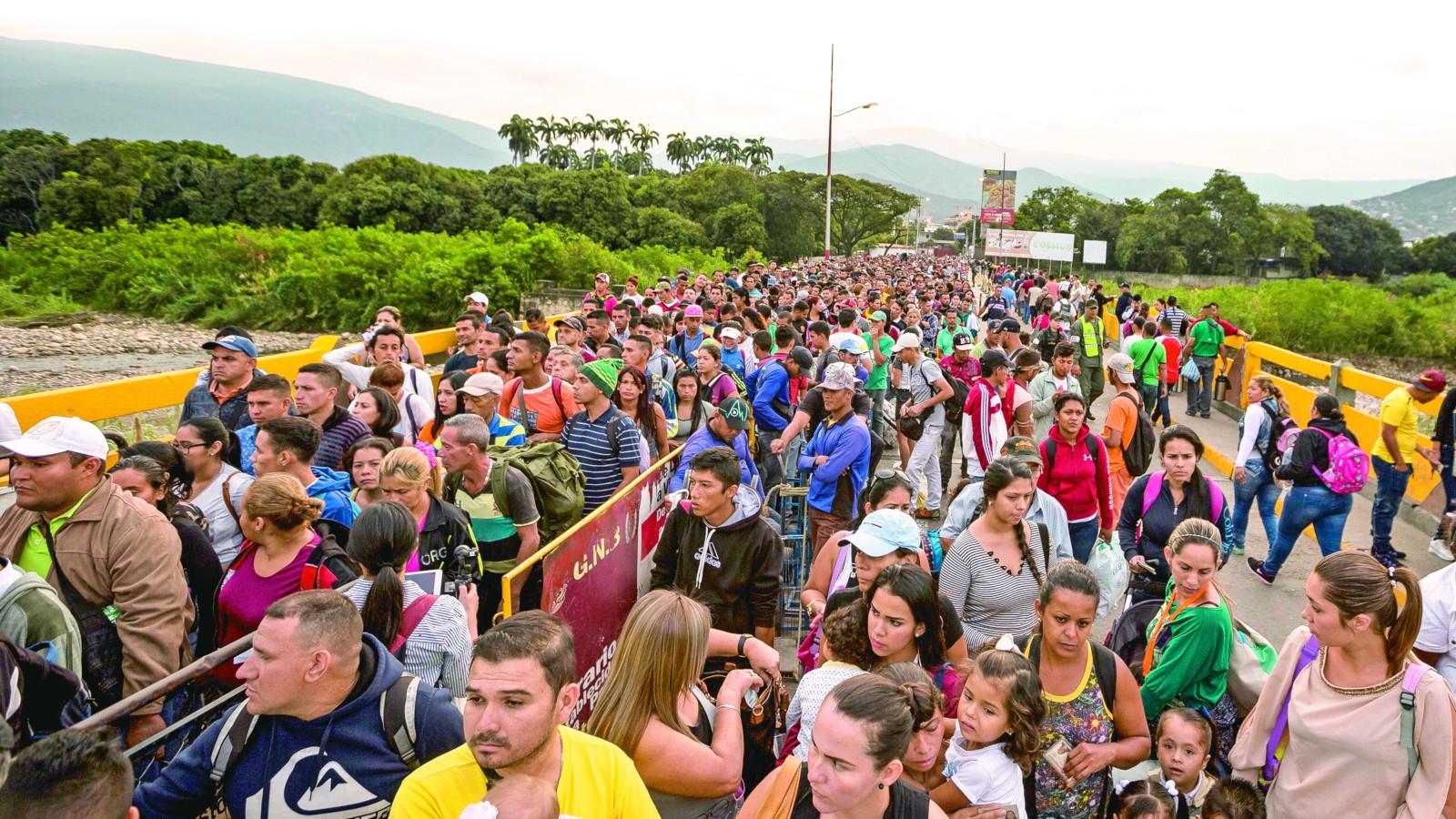 """""""Colombia necesita más ayuda para atender a los migrantes"""": canciller Holmes Trujillo"""