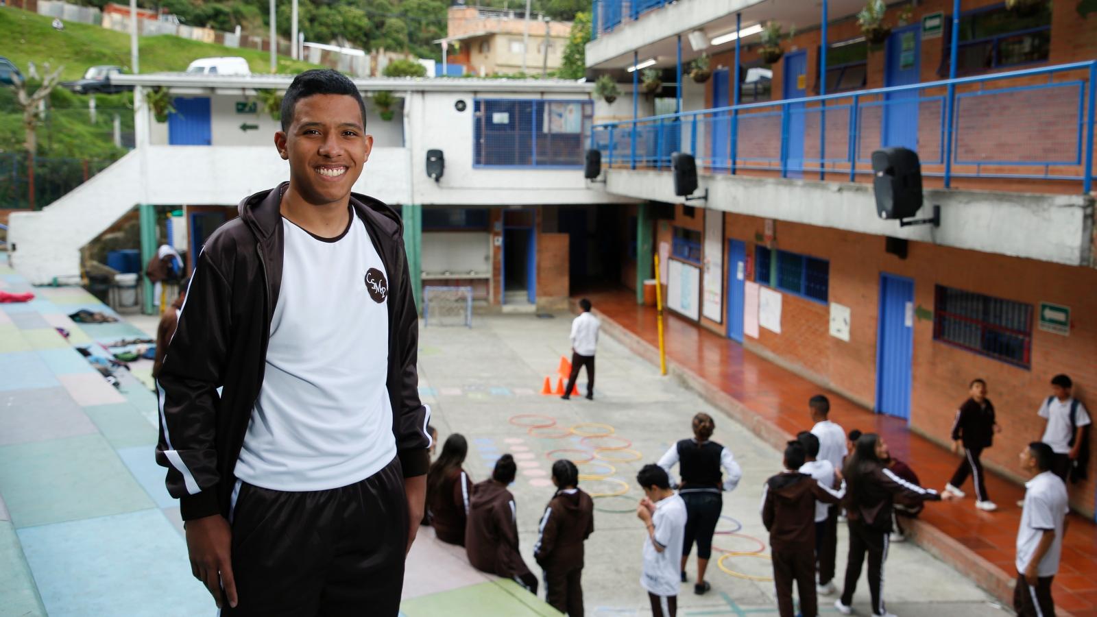 Aly, el joven venezolano que se convirtió en personero de un colegio en Bogotá