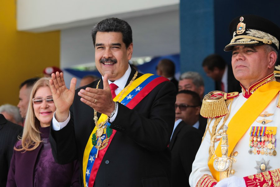 Maduro anuncia ejercicios militares en frontera de Venezuela