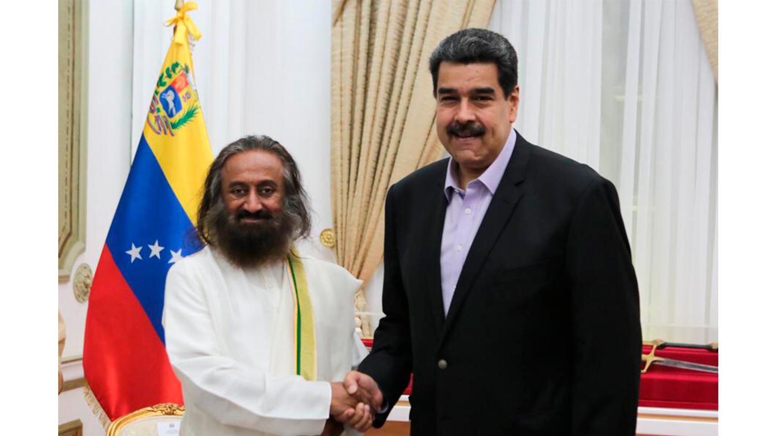 ¿Quién es el gurú indio que asesora a Maduro en los diálogos con la oposición?