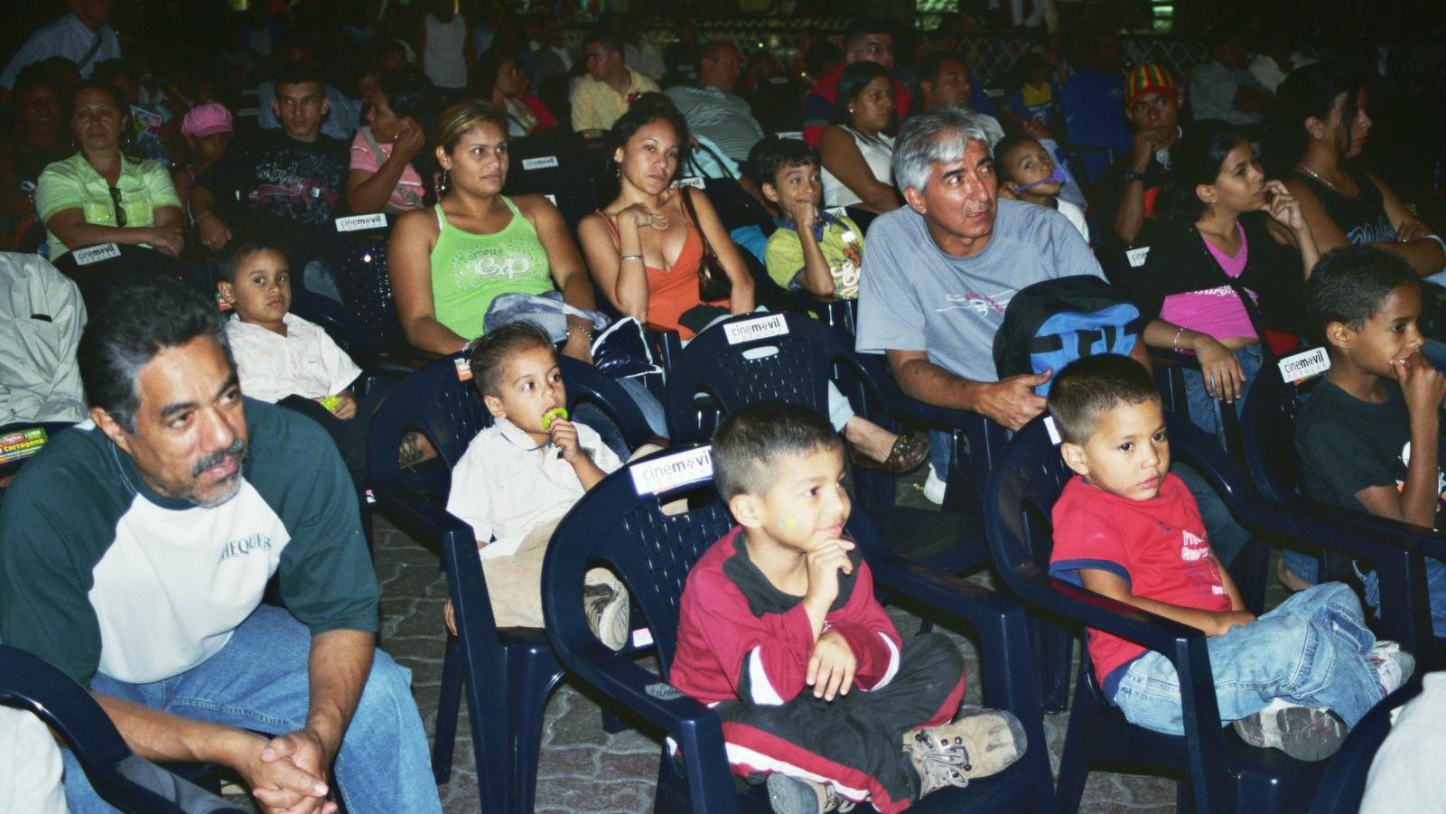 Cine móvil, una forma de entretenimiento gratuito en Venezuela