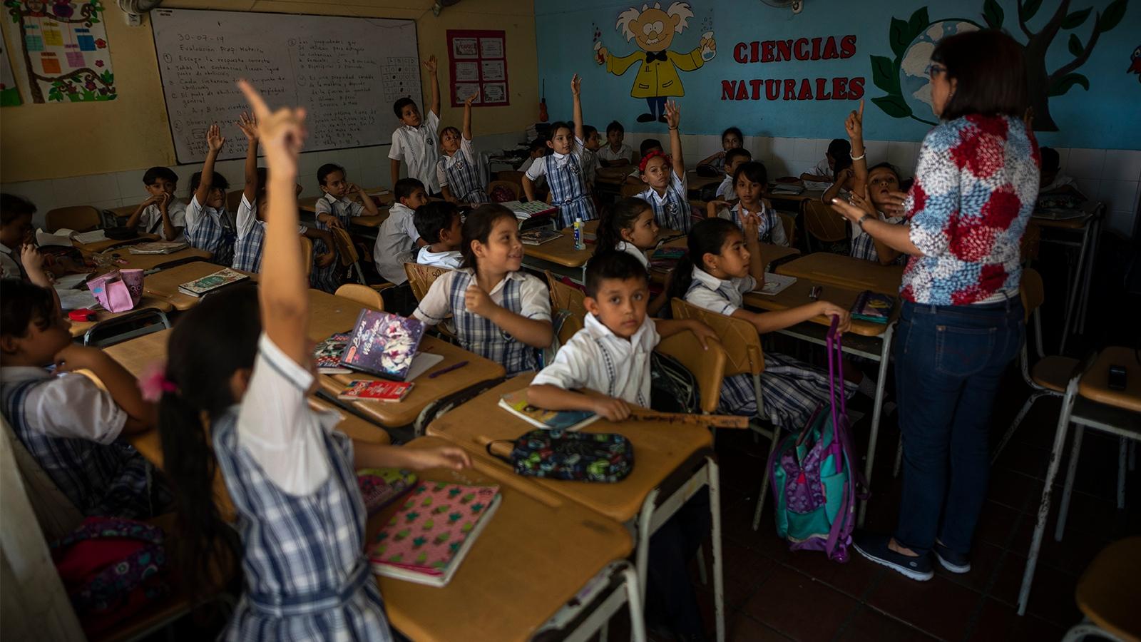Más allá del abc: las necesidades de los estudiantes venezolanos en Colombia