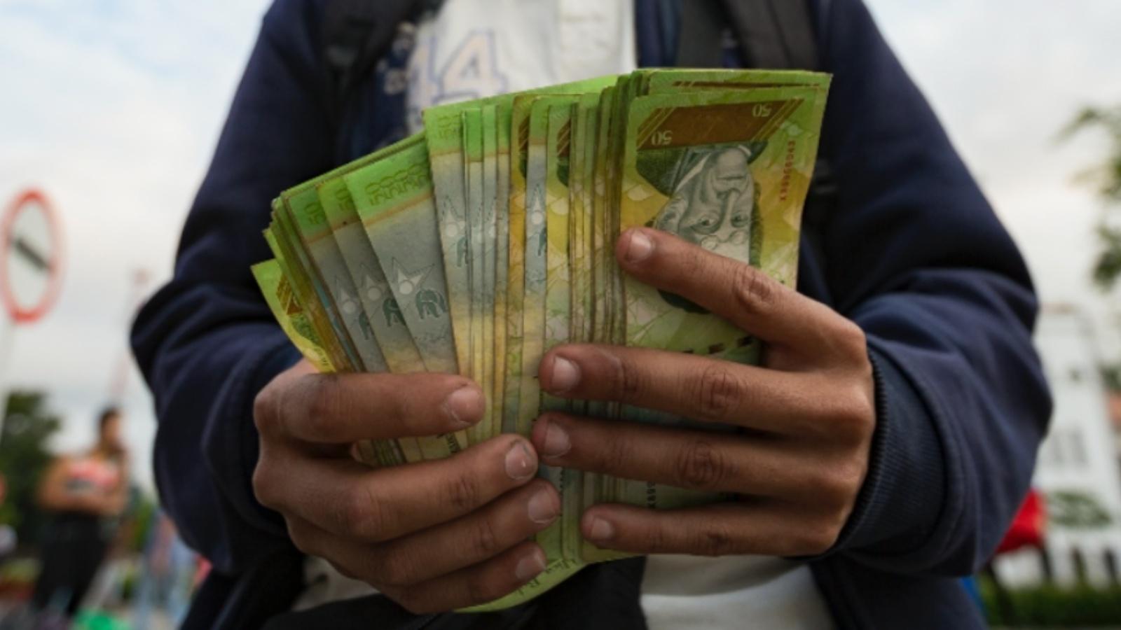 Salario mínimo en Venezuela subió a 15 dólares tras aumento de 361 por ciento
