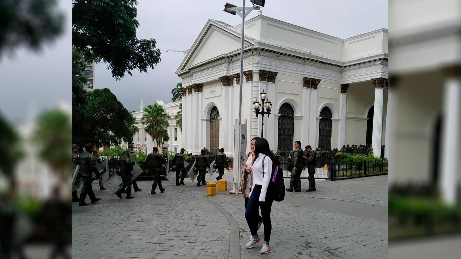 En Video|Vea cómo colectivos chavistas armados atacaron vehículo de Juan Guaidó