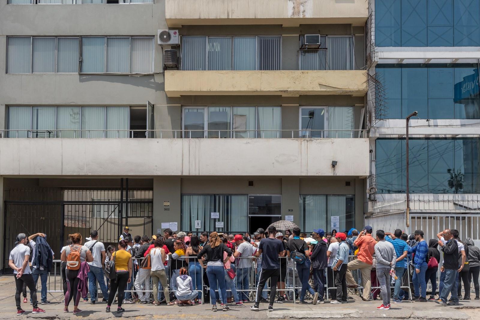 Gobierno venezolano acusa a Perú de perseguir migrantes con brigada policial