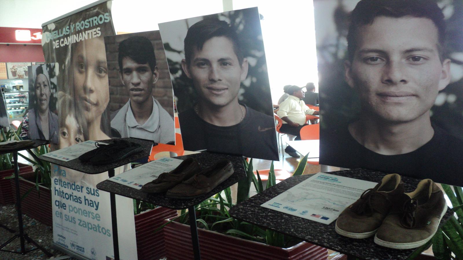 Las huellas de los caminantes venezolanos se exhiben en Riohacha