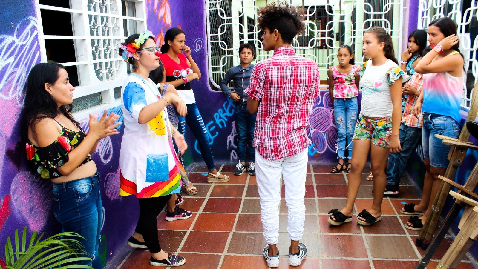 La casa que le abrió las puertas al arte migrante en Medellín