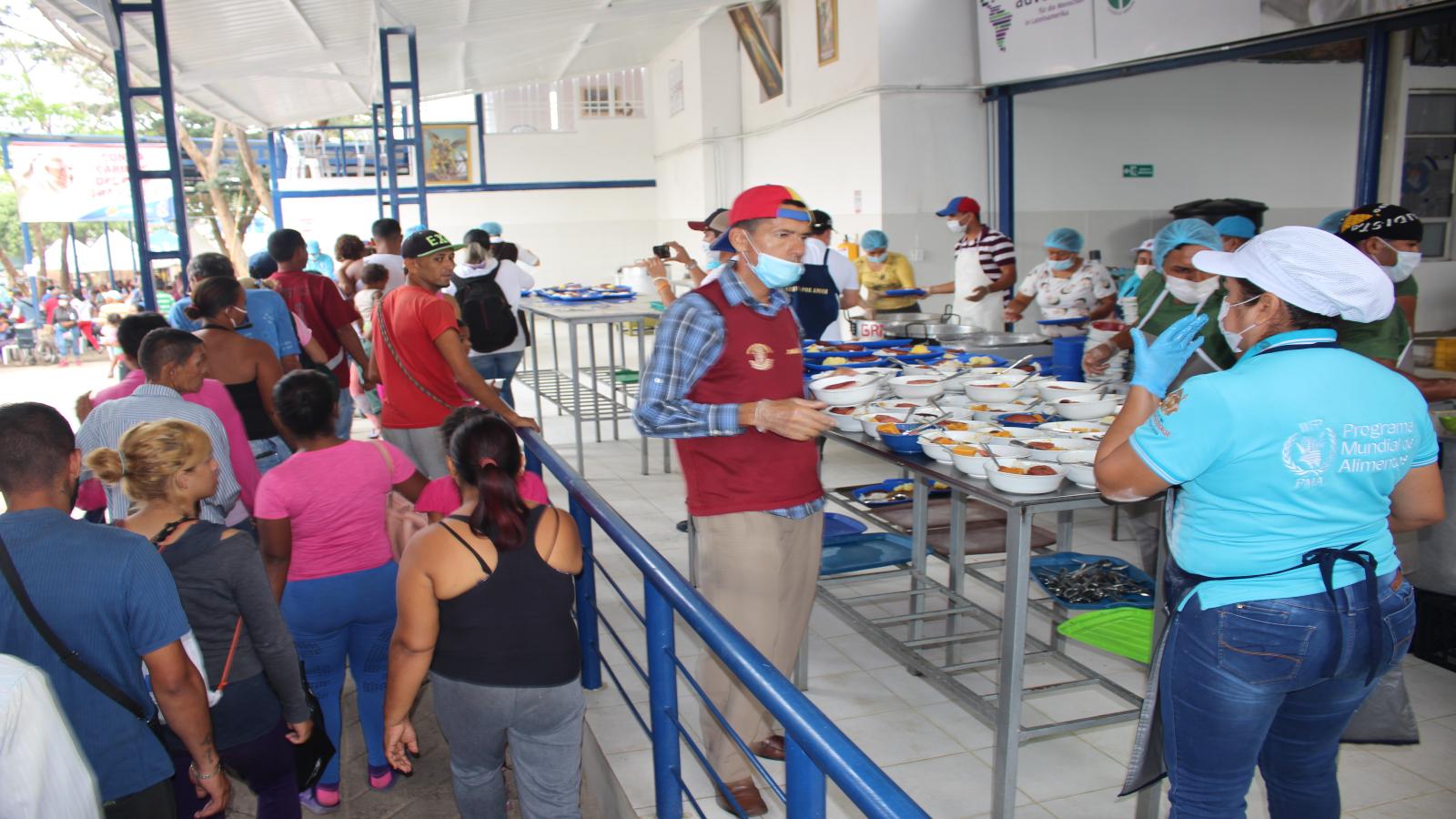 Fundación Acceso dona a la semana 20 toneladas de alimentos a migrantes en Colombia